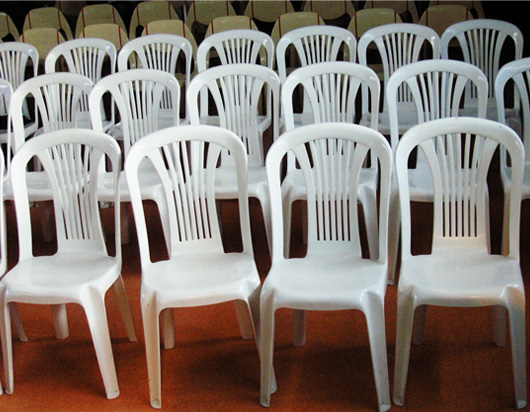 33-chaises-vides.jpg