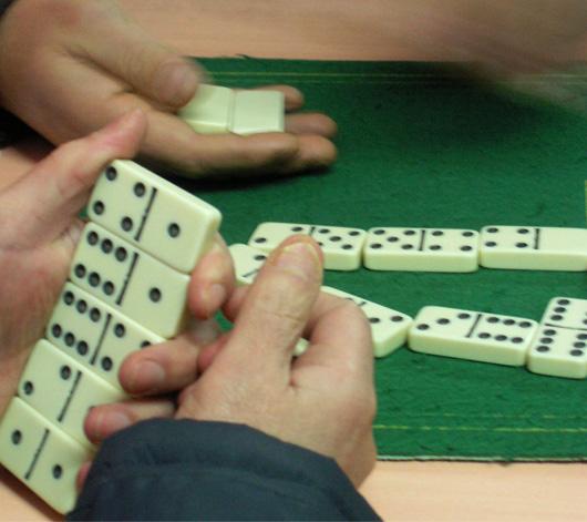 8-dominos.jpg