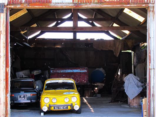 z-le-garage-et-la-voiture-jaune.jpg