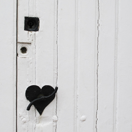4-poignee-coeur-porte-blanche.jpg
