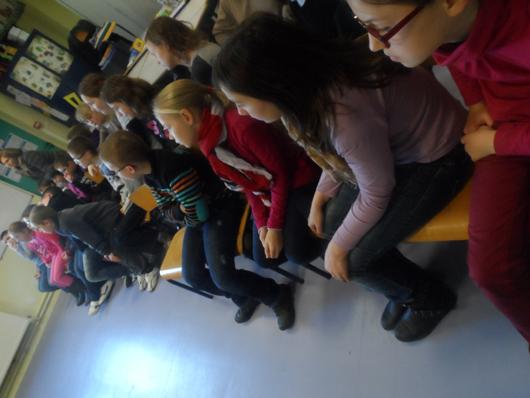 La classe de CM2 de LECLUSE très attentive!