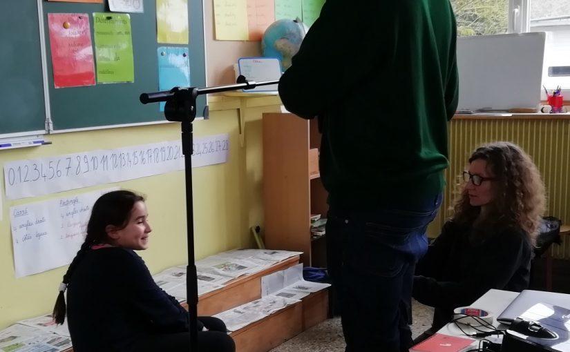 L'école de Souday : En classe, on dessine avec Anne Brouillard.